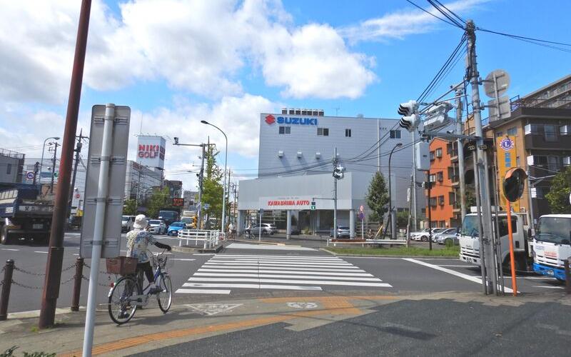 綾瀬警察署前交差点